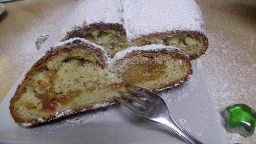 Aprikosen-Marzipan-Stollen