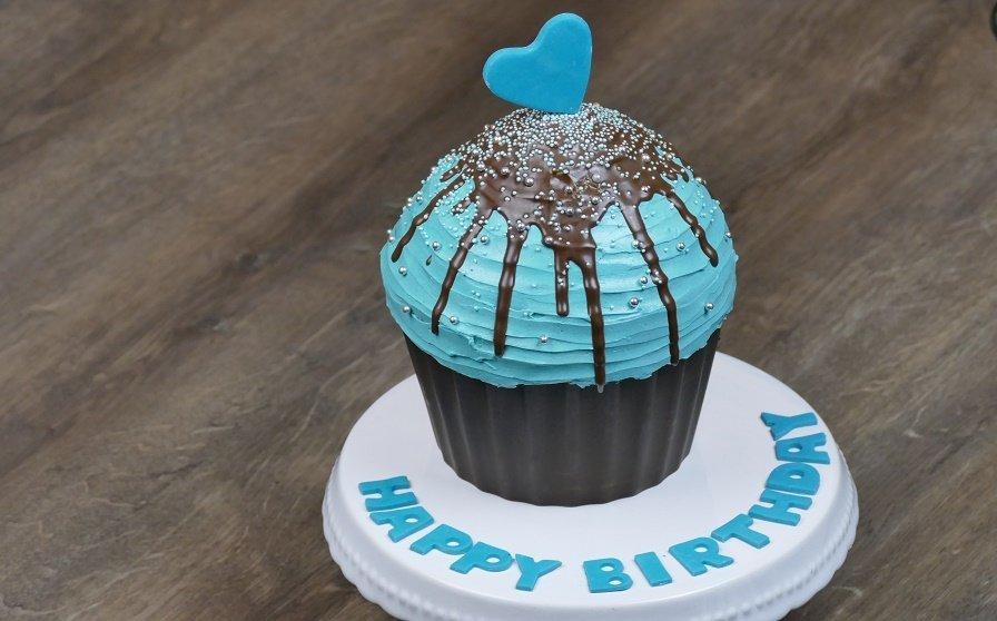 Giant Cupcake Torte