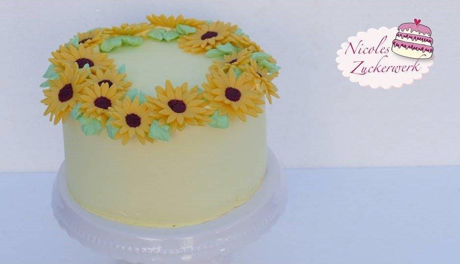 Orangencreme Torte mit Blumen aus Fondant