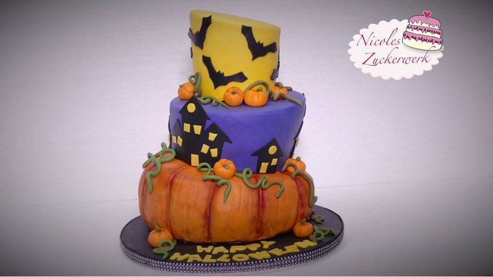 rezept f r eine topsy turvy halloween torte. Black Bedroom Furniture Sets. Home Design Ideas