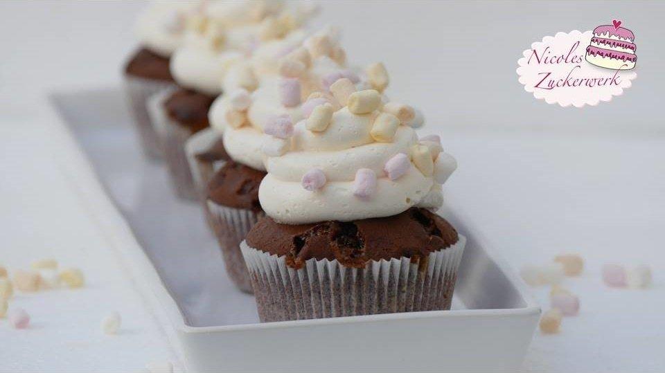 Schokocupcakes mit Marshmallow-Cremefrosting