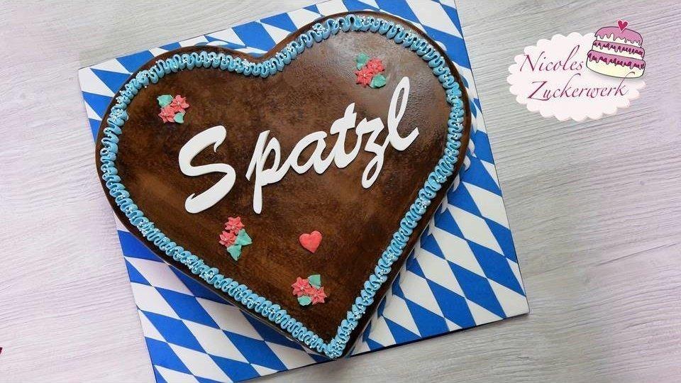 Lebkuchenherz-Motivtorte zum Oktoberfest I Torte in Lebkuchenherz-Optik