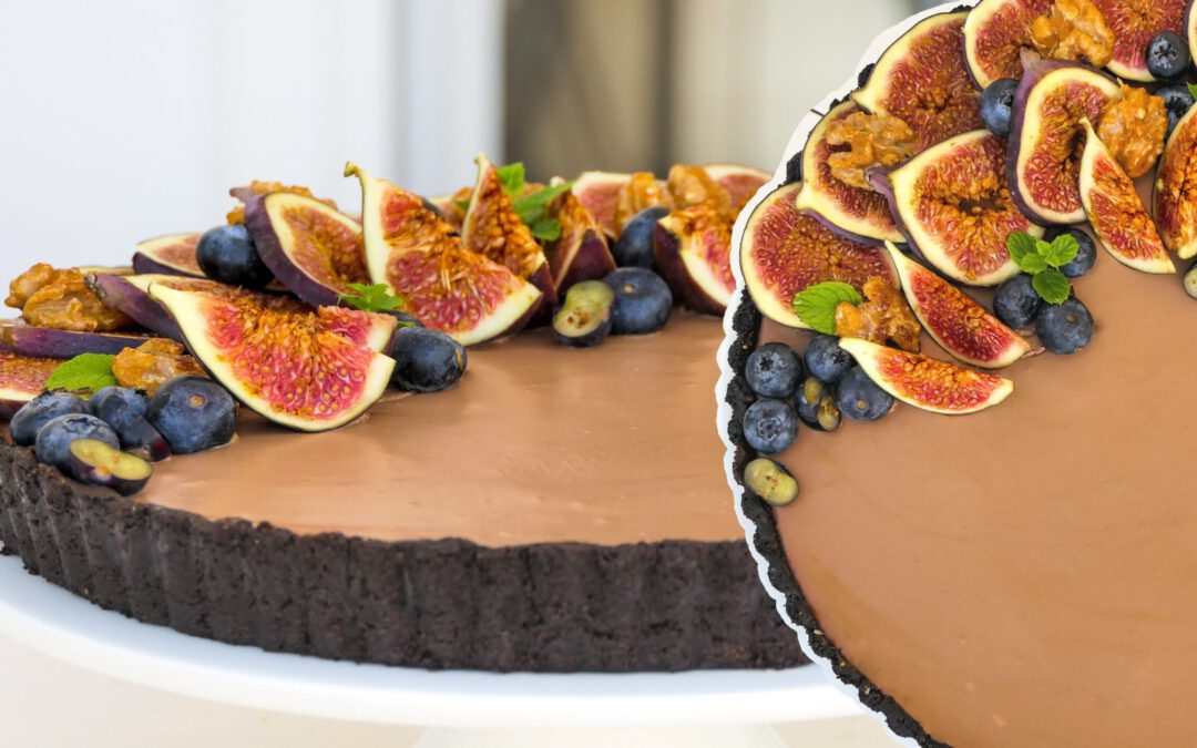 Mousse au Chocolate Tarte mit frischen Feigen & karamellisierten Walnüssen